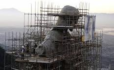 Picture of a statue of Christ under construction